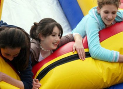 Pros and cons of renting a moonbounce