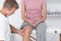 When should you go to a knee doctor?